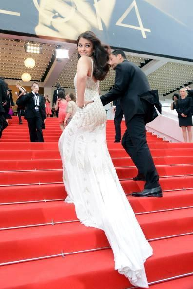 Aishwarya Looked Elegant While Floating Up The Stairs At The Screening Venue