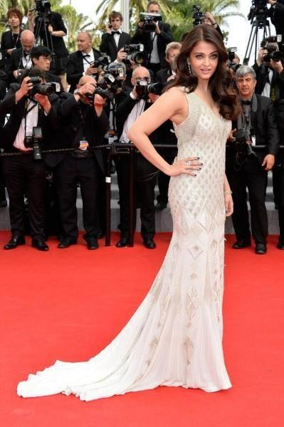 Aishwarya Works The Red Carpet Looking Stunning At The Search Premiere During The 2014 Cannes Film Festival