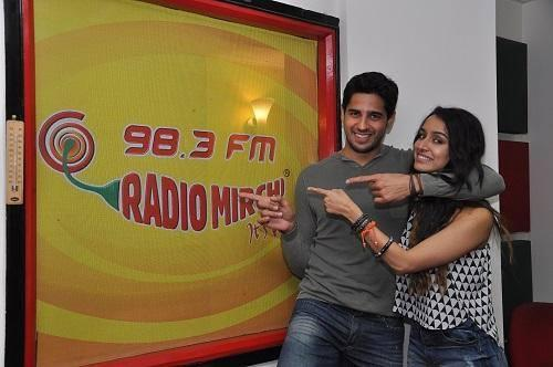 Sidharth and Shraddha Fun Pose During The Promotion Of Ek Villain At 98.3 FM
