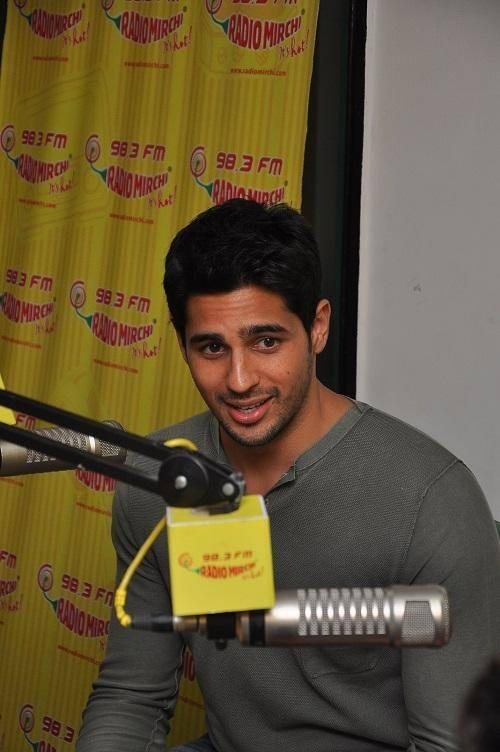 Sidharth Malhotra Promote His Upcoming Movie Ek Villain At  98.3 FM