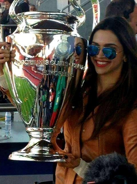 Deepika Padukone Pose With Champions League Trophy
