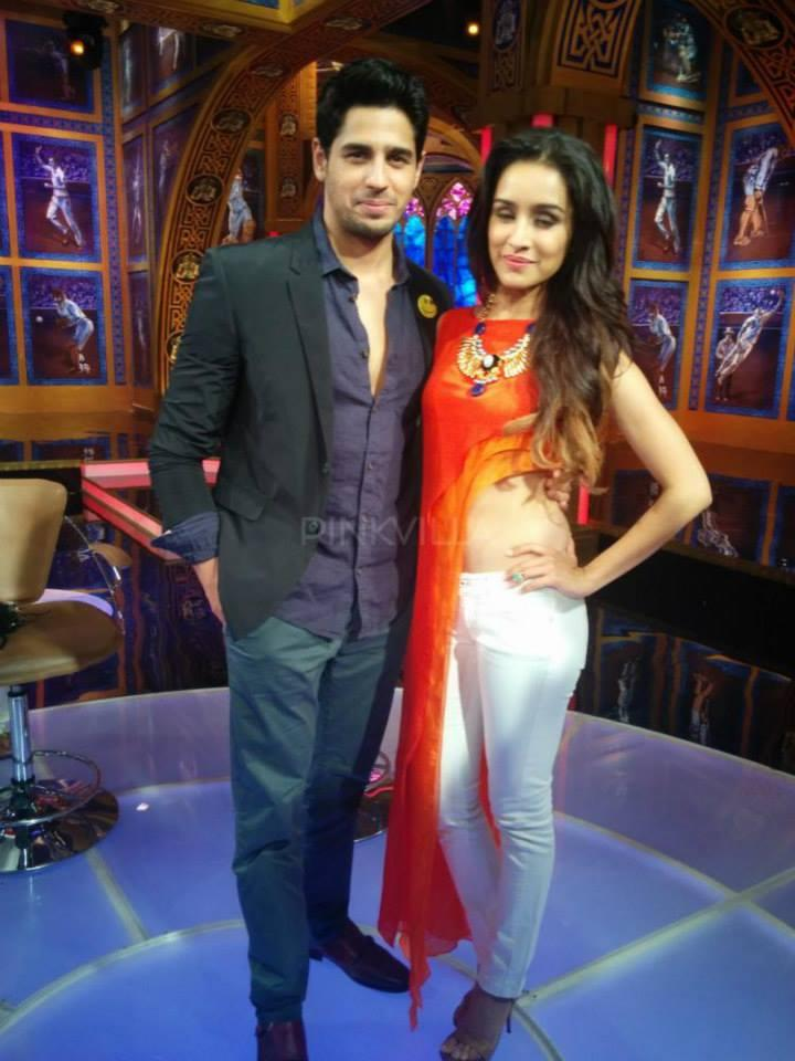 Sidharth And Shraddha Nice Pose During Ek Villain Promotion At The IPL Semi-Finals Studio