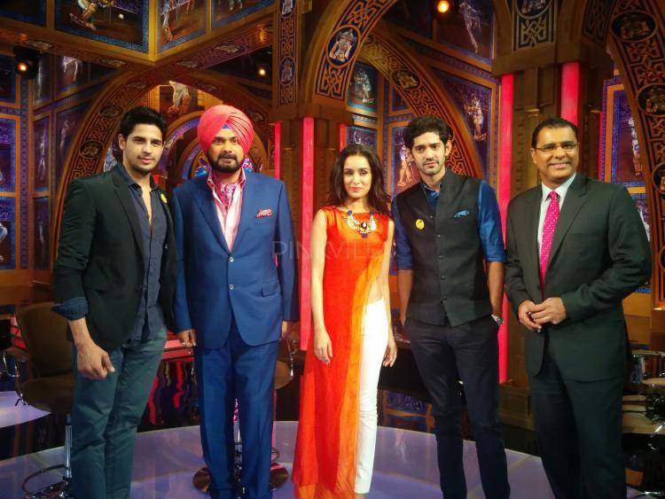 Sidharth And Shraddha Were Seen Interacting With The IPL Presenters And Pose For Camera