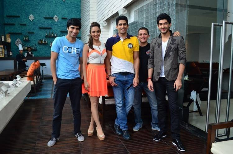 Arfi,Kiara,Vijender,Kabir And Mohit Posed For Camera During The Promotion Of Fugly Movie