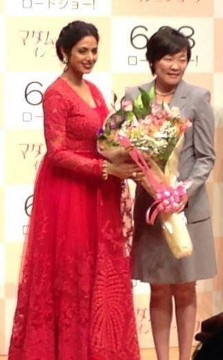Sridevi Kappor Receive Bouquet From Akie Abe At English Vinglish Premiere In Tokyo