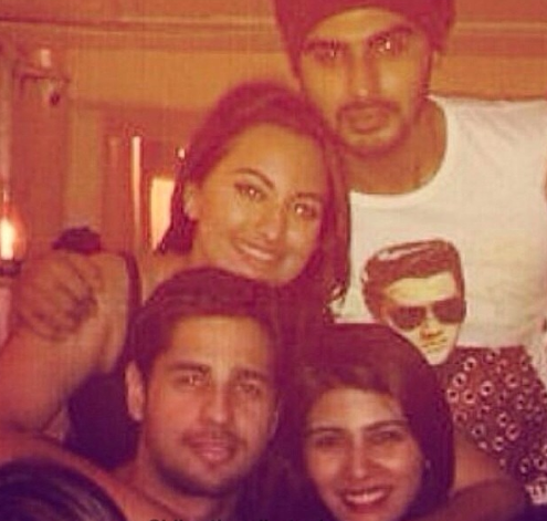 Sonakshi Sinha Pose With Arjun And Siddharth During Her Birthday Party