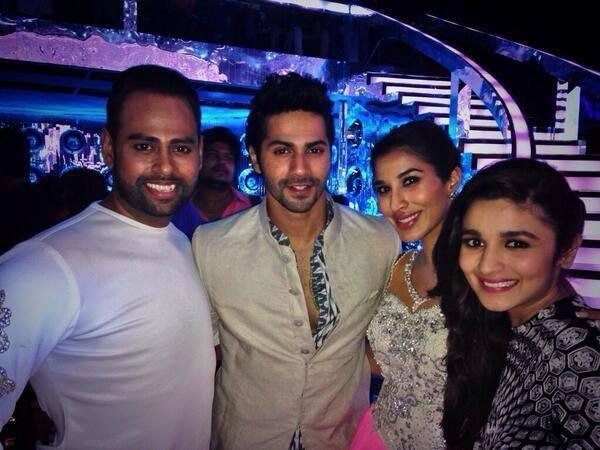 Alia And Varun Pose With The Contestants, VJ Andy And Sophie At JDJ 7 Grand Premiere Night
