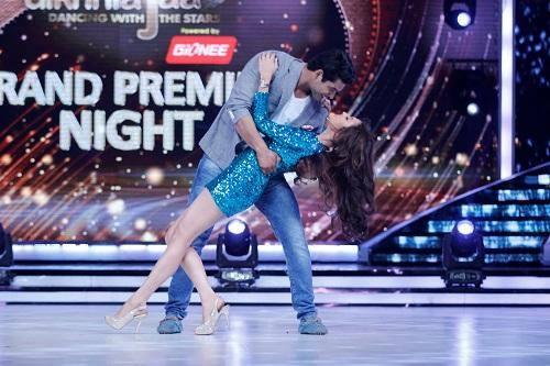 Drashti And Siddharth Creates A Romantic Scene On Jhalak Dikhhla Jaa 7 Grand Premiere