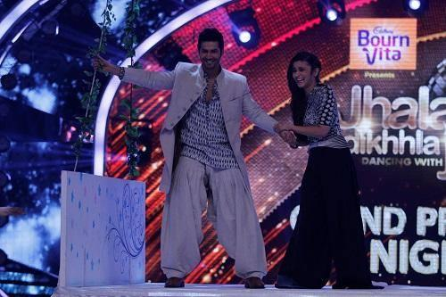 Humpty Varun Dhawan And His Dulhania Alia Bhatt Fun On the Stage Of JDJ Grand Premiere