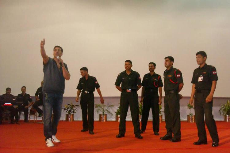 Akshay Kumar Entertain The Soldiers During His Holiday Promotion