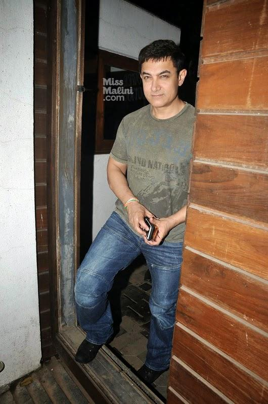 Aamir Khan Handsome Look Posed For Camera At Gym Center In Bandra