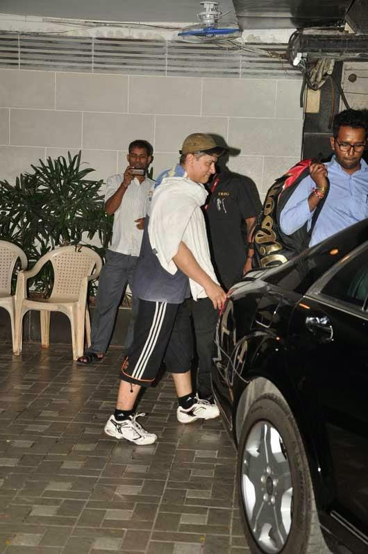 Aamir Khan Nice Look Outside Of The Gym At Bandra