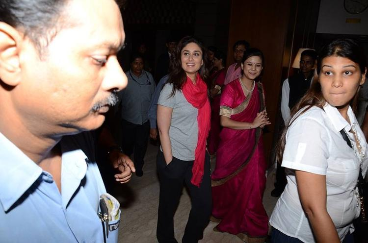 Hot Bollywood Beauty Kareena Spotted At  ITC Hotel In Kolkata