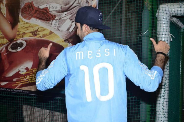 Ranbir Kapoor Wear The Jersey Of Messi During The Football Match While Promoting Of Lekar Hum Deewana Dil Movie