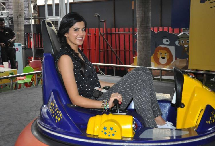 Deeksha Seth Practice Fun Activity At One Of The Famous Youth Hangouts, Smaash