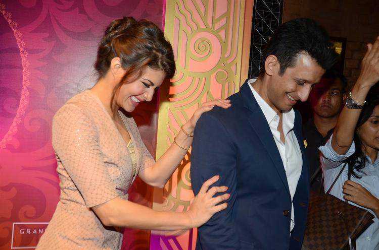 Jacqueline Fernandez And Sharman Joshi Smiling Cool Pose During The Launch Of The Great Indian Wedding Book