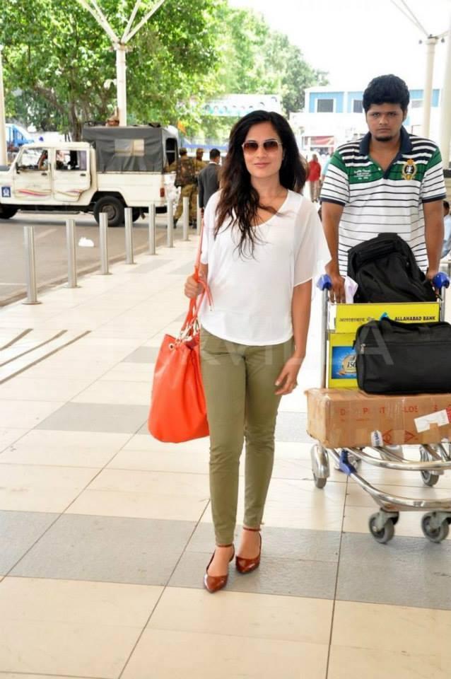Richa Chadda Is Clicked Here At The Mumbai Airport