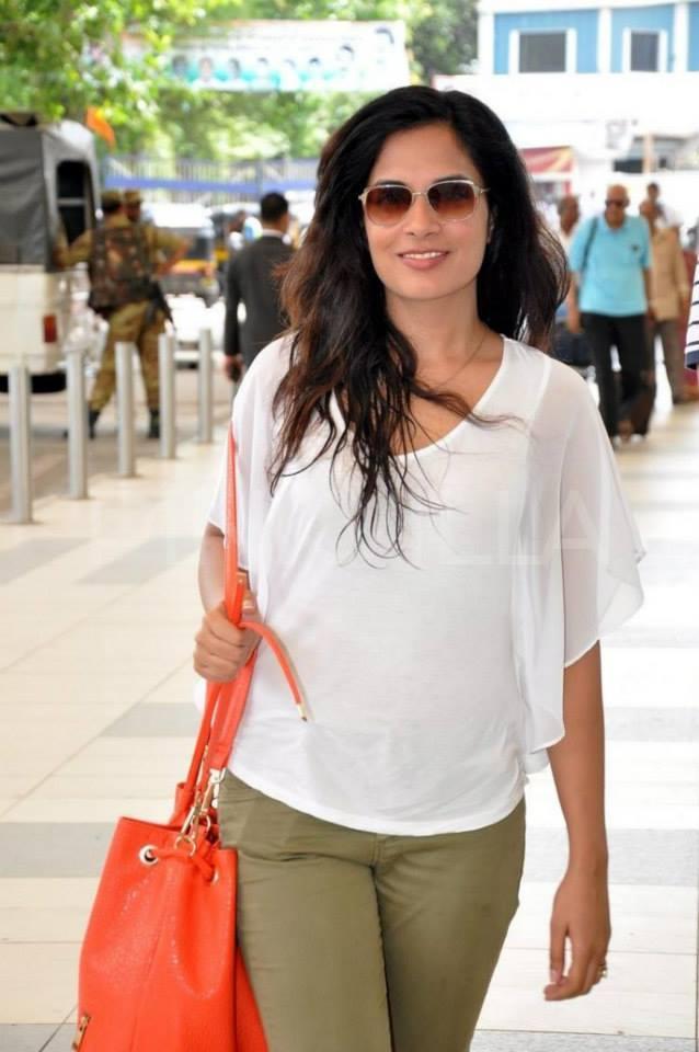 Richa Chadda Snapped Making Her Way Out At The Mumbai Airport
