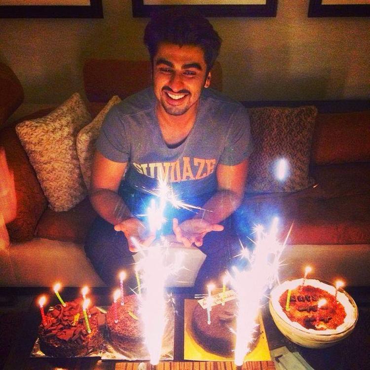 Arjun Kapoor Celebrates Hist Birthday Last Night At His Home