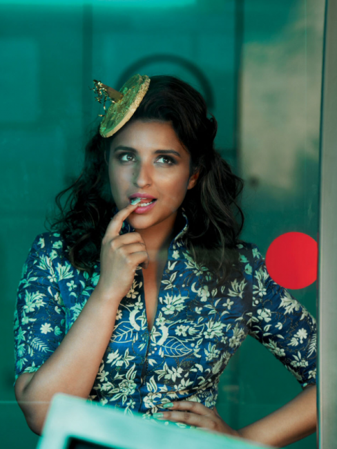 Parineeti Who Is Nowadays Busy With Her 'Kil Dil' And 'Dawaat-E-Ishq' Also Showed Her Lively-Peppy Side In An Anamika Khanna Jacket. Her Expressions Truly Defined The Bubbly Persona That She Carries With Utmost Grace