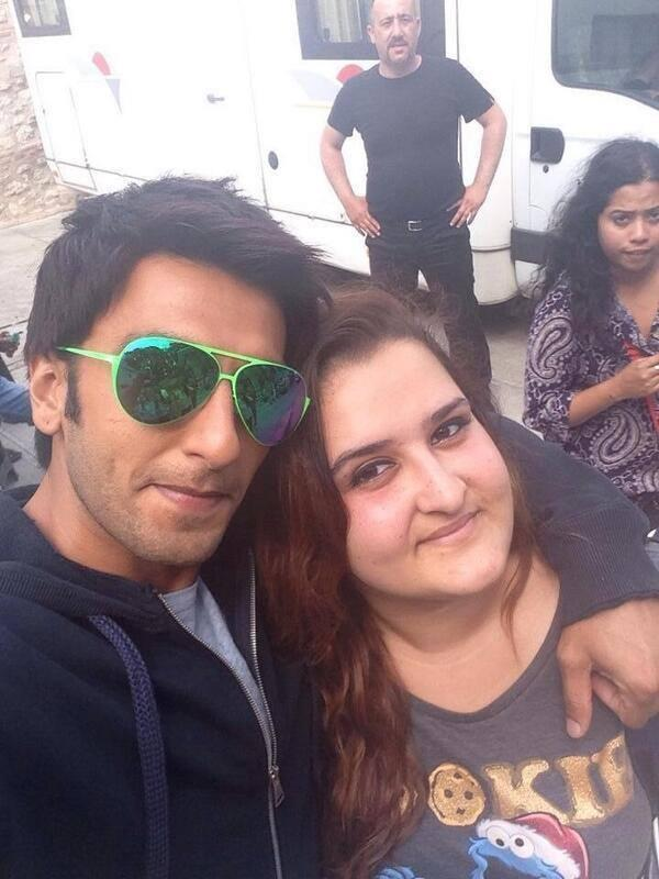 Ranveer Singh Handsome Look Posed With Fans On The Sets Of Dil Dhadakne Do Movie