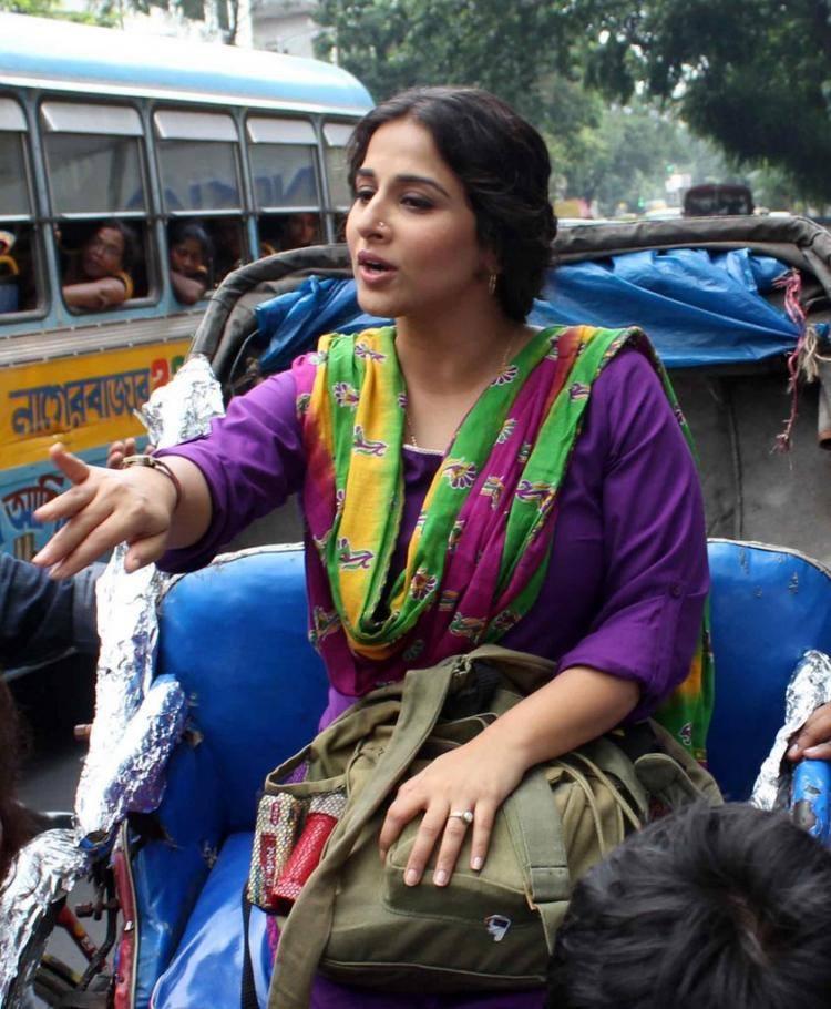 Vidya Balan Promoting The Film Bobby Jassos At Kolkata In A Cycle Rickshaw