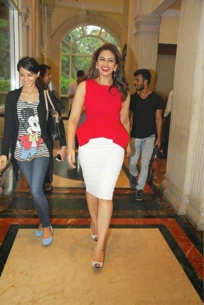 Huma Qureshi Smiling Look In Red Lippy During The Launch Of New Femina 2014 Issue Event