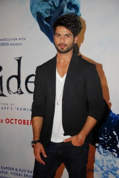 Shahid Kapoor Dappers Look In Black Suit At The Launch Of Haider Movie