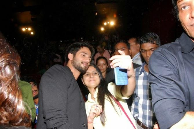 Shahid Kapoor Is Kind Enough To Pose For A Selfie With A Fan At The Launch Of Haider Movie