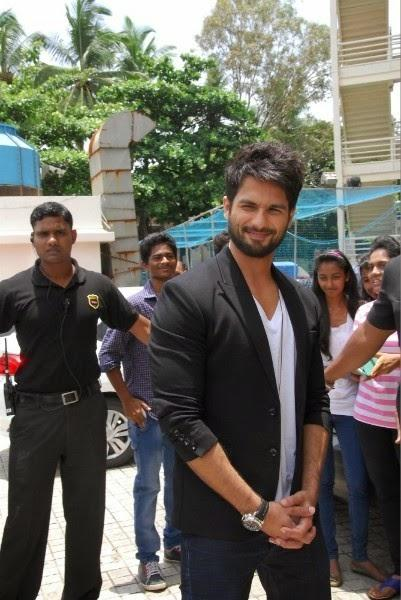 Shahid Kapoor Nice Handsome Look During The Launch Of Haider Movie