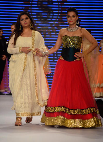 Ameesha Patel Walked The Ramp Of IIJW 2014 For Surya Golds In Association With Swaroski