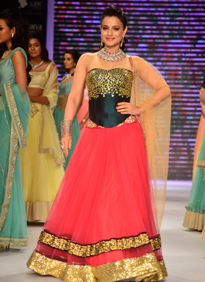 Bollywood Actress Ameesha Patel Walked The Ramp On The First Day For Jewellery Brand Surya Gold