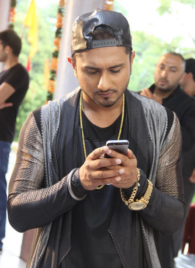Honey Singh Busy With His Phone During The Promo Shoot Of Indias Raw Star