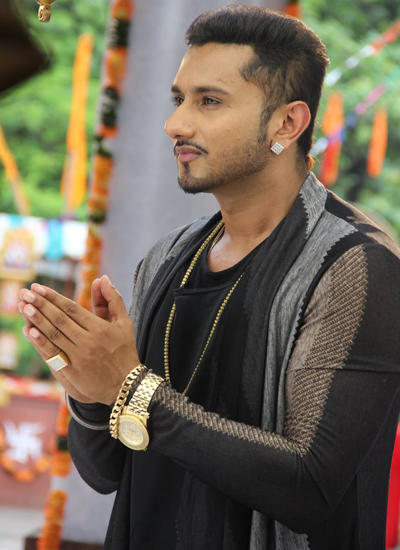Honey Singh Pray For Get Blessing For His Reality Show Indias Raw Star