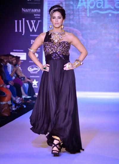 Sunny Leone Represented A Royal Tribal Queen On Ramp At IIJW 2014 Fashion Show