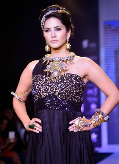 Sunny Leone Showstopper For Jewellery Brand Apala By Sumit At IIJW 2014