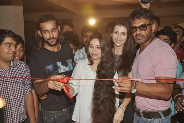 Akhil,Sasha,Claudia And Sunil Cut Red Ribbon For Inaugurating The Mumbai Mayor Cup Shooting Competition 2014