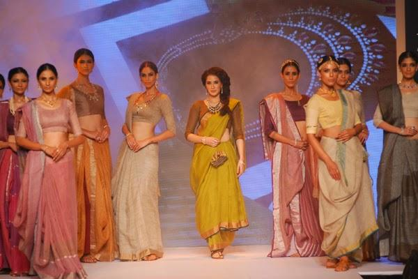 Elegant Sagarika Walks For Manubhai Zaveri At IIJW Day 2 Event