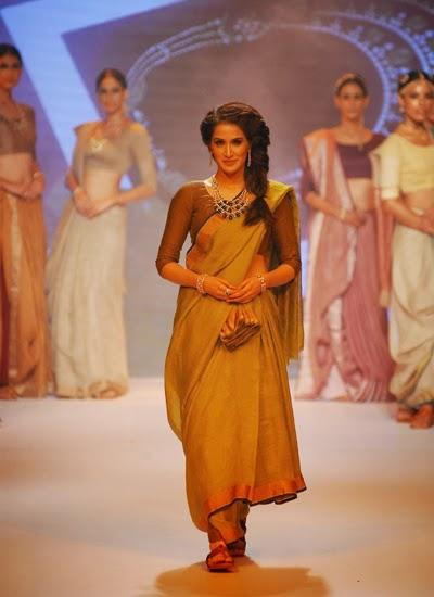 Sagarika Ghatge Walks The Ramp For Ganjam Jewellers Show At IIJW 2014