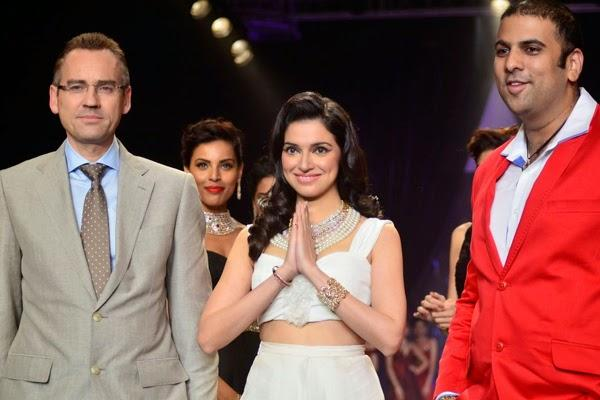 Divya Khosla Kumar Enthralls On The Ramp At IIJW Day 2