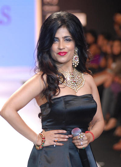Shibani Kashyap Showstopper For Aks Jewels Show At IIJW 2014