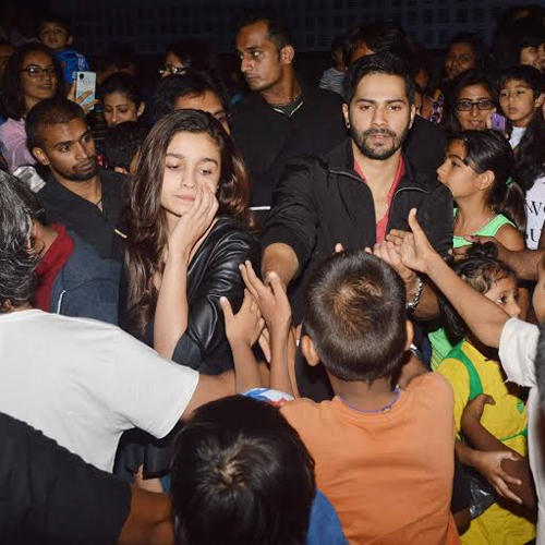 Alia Bhatt And Varun Dhawan Meet Fans Outside Of The Theatres