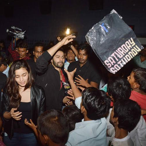 Alia Bhatt And Varun Dhawan Visited Theatres To Suprise Fans