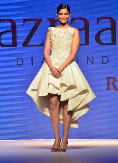 Sonam Kapoor Fashionable Look On Ramp AT IIJW 2014