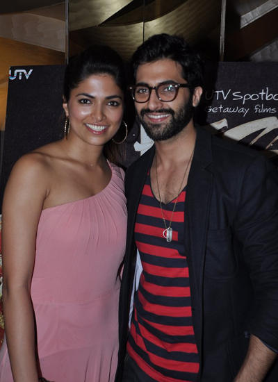 Parvathy And Akshay Gets Cozy During Horror Movie Pizza 3D Special Screening