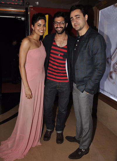 Parvathy,Akshay And Imran Posed For Camera During The Special Screening Of Pizza 3D Movie