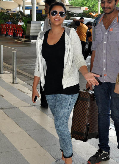 Parineeti Chopra Casual Look Spotted At Mumbai International Airport