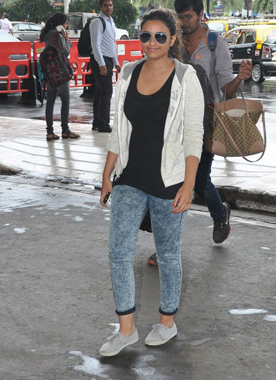 Parineeti Chopra At Mumbai Airport After The Promotion of Daawat-E-Ishq In Delhi
