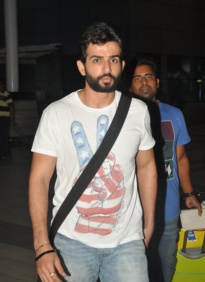 Jay Bhanushali Dressed In A Casual Wears After Return From Hate Story 2 Indore Promotions