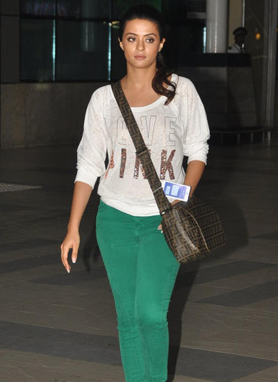 Surveen Chawla Return From Hate Story 2 Promotion Held At Indore
